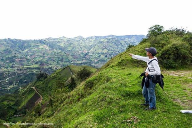 On the road from Isinlivi to Guantualo   Quilotoa Loop   Ecuador   hiking in Ecuador