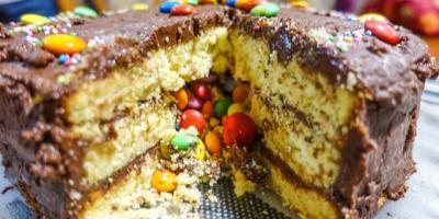 piñata cake: death by frosting | fudge frosting mistakes | https://michwanderlust.wordpress.com